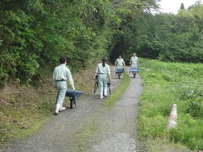 道路の補修 1年園芸科